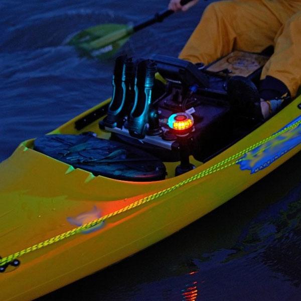 В центъра на вниманието - страхотната навигационна светлина Railblaza LED Navilight - 45