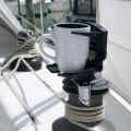 Стойка за чаша Railblaza CupClam WH - може да й поверите чаши, кенове, бутилки, телефони и други