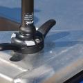 Основа за стойка с клин за въже Railblaza CleatPort WH - с допълнителна предпазна плоча под основата предпазваща алуминиевите палуби от корозия
