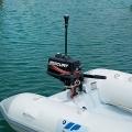 Всестранна бяла навигационна светлина Railblaza Illuminate i360 - монтаж върху двигателя с по-къс удължител