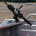 Стилна стойка за риболовен прът Railblaza Rod Holder II - хоризонтален монтаж където ви потрябва